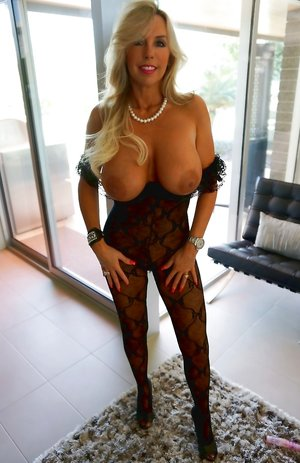 Mature Big Boobs Pictures