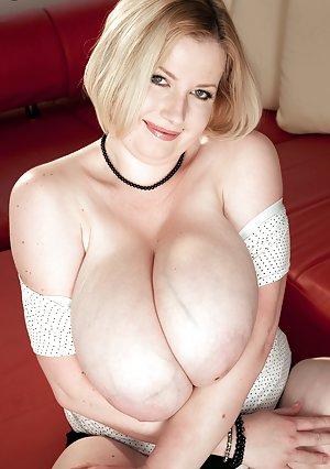 Mature Big Boobs Pictures
