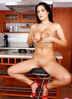 Housewife Boobs Pictures